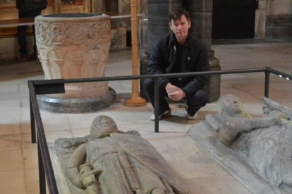 Me with William Marshal effigy at Temple Church, London.